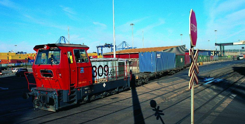 tren_de_contenedores_entrando_en_terminal